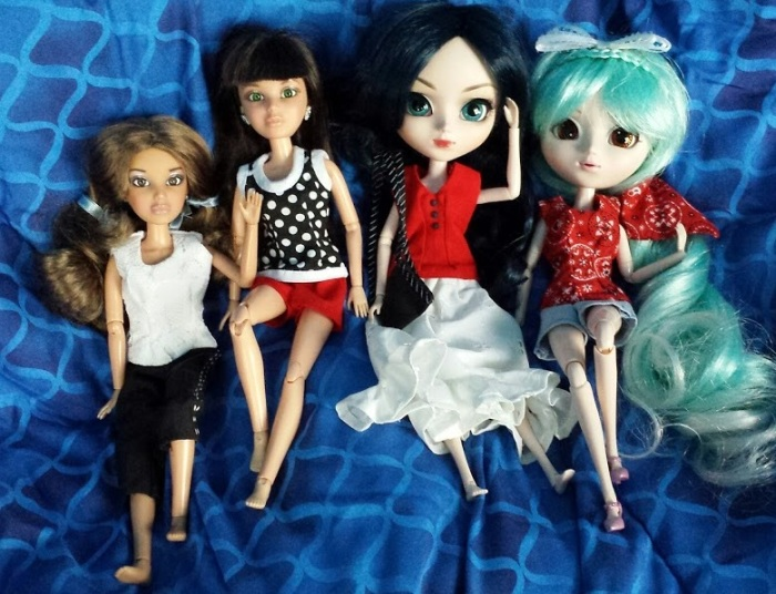 Image of two Liv dolls and two Pullip dolls wearing handmade doll clothing