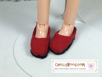 Click here to find all the patterns and tutorials you'll need to make this project: https://chellywood.com/2016/12/08/free-sewing-pattern-for-dolls-shoes-chellywood-com/