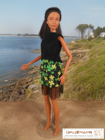 To make this simple, easy-to-sew felt sleeveless shirt and elastic-waist miniskirt with tulle, please click on the following links for the free patterns and tutorials: http://wp.me/p1LmCj-FmN